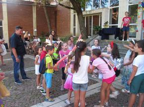 С тържество пред библиотеката бе сложен финал на лятната детска работилница
