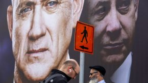 Коронавирусът принуди Нетаняху да работи с големия си враг