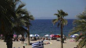 """Гърция обмисля """"здравни паспорти"""" за туристите това лято"""