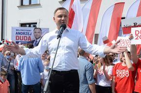 Полският президент е в оспорвана битка за втори мандат днес