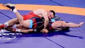 Кирил Милов загуби в четвъртфиналите на турнира по борба в Токио