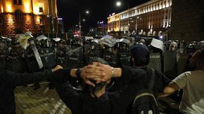 """""""Ди велт"""": Картел от олигарси и политици управлява еврофондовете в България"""