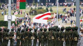 """Беларус задържа съратник на Цихановска и свали балони с """"антидържавни символи"""" в Литва"""