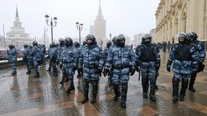 Руски съд заседава днес за присъдата на Навални насред нови протести
