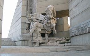 Повече от двоен спад на туристите на Паметника заради коронавируса