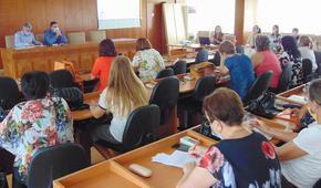 Кметът на Шумен разговаря с директори на детски градини и училища преди старта на учебната година