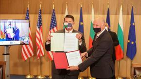 Висш дипломат на САЩ: С България сме срещу китайска Желязна завеса в интернет