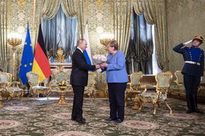 Меркел пристигна в Москва за преговори с Путин