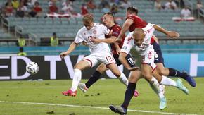 Дания продължи да мечтае и е полуфиналист на Евро 2020