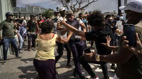 Куба отмени мита и размрази заплати в опит да успокои протестиращите