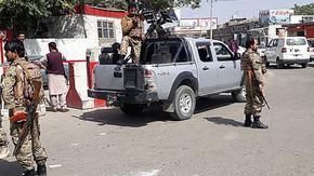 Талибаните завзеха президентския дворец в Кабул и поискаха цялата власт, НАТО се намеси на летището