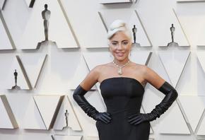Лейди Гага с главна роля във филм с Брад Пит