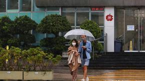Водещият продемократичен таблоид в Хонконг спира да излиза след кампания на властта