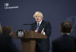 Отпадат почти всички мерки в Англия, премиерът зове за предпазливост