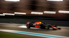 Верстапен грабна полпозишъна в последното състезание за сезона във Формула 1