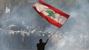 Гневни от политиците си ливанци щурумват министерства