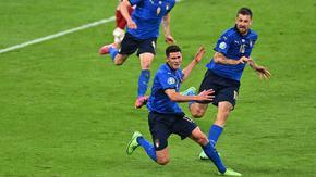 С два гола в продълженията и рекорди Италия продължи към четвъртфиналите