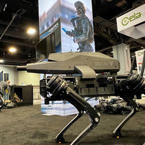 """САЩ показа куче-робот с картечница, досущ като в """"Междузвездни войни"""""""