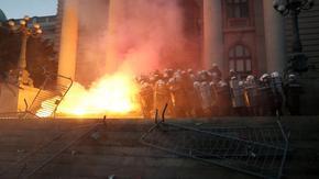 Вучич: Без полицейски час в Белград, чужди служби участват в протестите