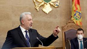 Черногорският премиер ще уволни министър, отрекъл геноцида в Сребреница
