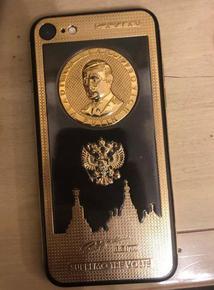 Златен телефон с лика на Путин открит при ареста на Брендо в Киев