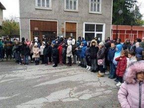 Ученици от Каспичан с флашмоб за Деня в памет на жертвите при катастрофи