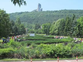 """Паметник """"Създатели на българската държава"""" е сред най-посещаваните забележителности през лятото на 2021 г."""