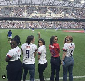 Натали Портман и куп секси знаменитости основаха женски футболен отбор