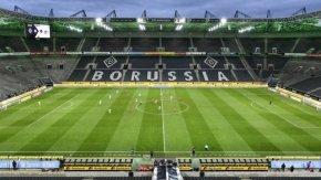 Бундеслига и коронавирус: Само призрачни мачове могат да задържат клубовете в бизнеса