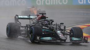 """""""Фарс за пари"""": Хамилтън критикува Формула 1 за фиктивното състезание в Белгия"""