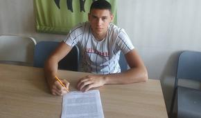 """Юношата на БК """"Шумен"""" Пламен Русков подписа професионален договор с клуба"""