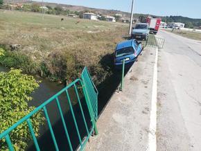 Ситроен падна от мост в Дибич