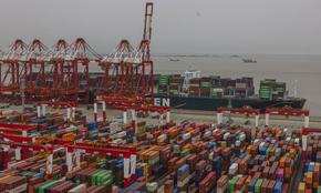 Един случай на COVID-19 блокира най-голямото в света пристанище