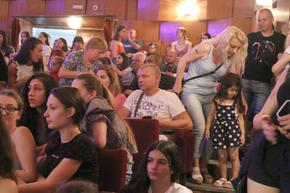 Танцов фестивал със стотици без никакви противоепидемични мерки
