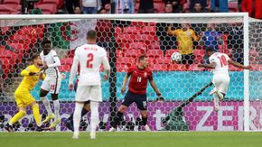Англия спечели групата, а Хърватия се пребори за място в осминафиналите