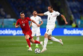 Италия тръгна ударно и разгроми Турция в мача на откриването