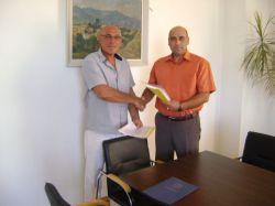 Подписаха договорите за ремонта на училището и детската ясла