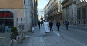 Папата посети две църкви в Рим и ходи пеша из града