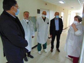 Болницата получи шлемове за многократна употреба от община Шумен