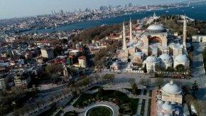 Десетки градове в Турция опустяха, заразените станаха над 52 хил.