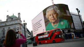 """""""Великден не е отменен"""" - Елизабет II изненада и с първото си обръщение за Възкресение"""