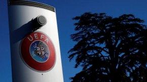 УЕФА срещу ФИФА: по следите на думите на лекарите за връщането на футбола