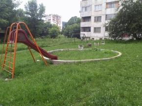 Безобразно състояние на детска площадка