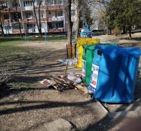 Кв. Херсон заринат с боклуци и непочиствано от месеци...