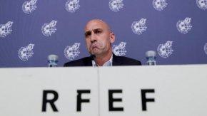Шефът на испанския футбол е разследван за фалшификация