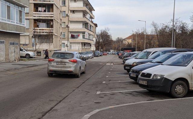 """Обръщат движението по ул. """"Преслав"""", а """"Добруджа"""" става еднопосочна"""