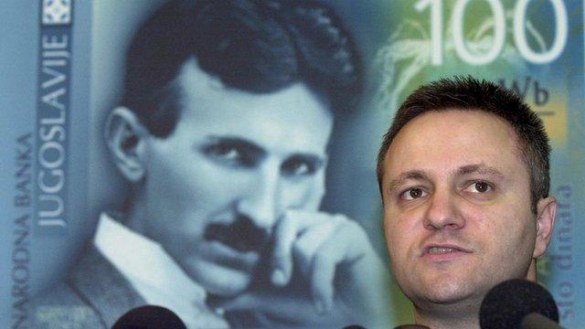 Изобретателят вече е на сръбски динари - снимката е от представяне на банкнота от 100 динара от централната банка в Белград през 2000 г.