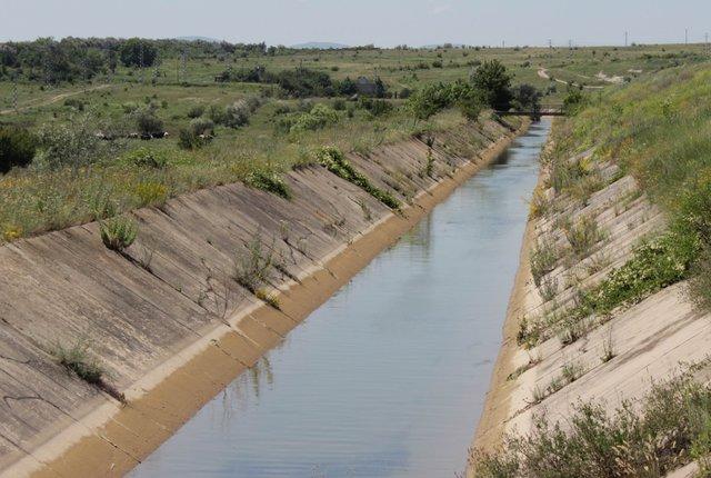 """Язовир """"Тича"""" падна до 45% от обема си, спират водата за напояване"""