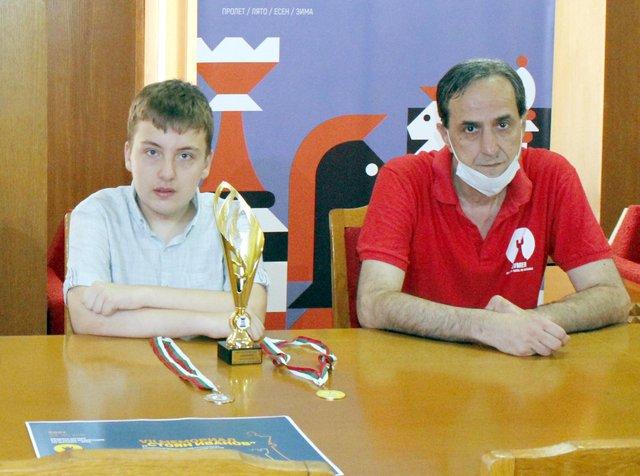Християн Илиев и треньорът му Антон Аврамов.
