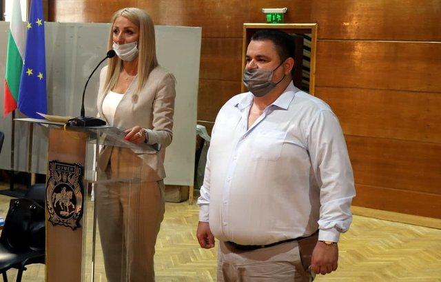 Георги Георгиев положи клетва в началото на заседанието на Общинския съвет.